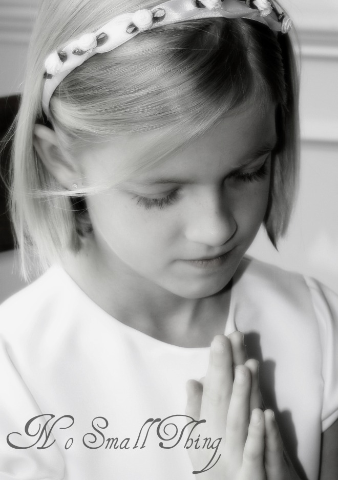 kate-praying-1st-communion-nst
